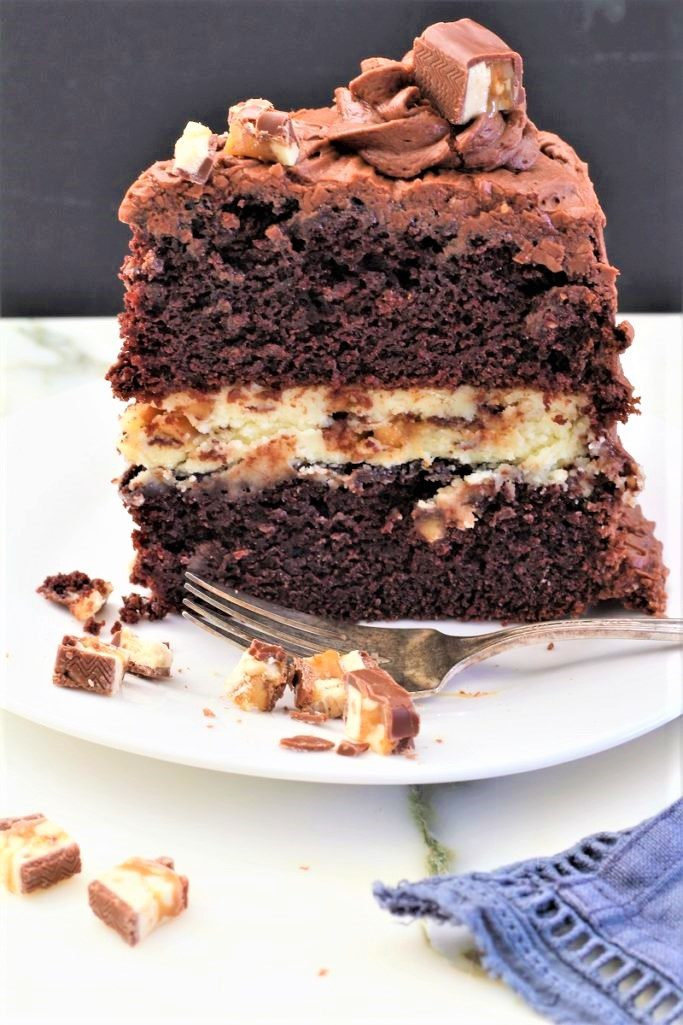 Chocolate Snickers Cheesecake Cake