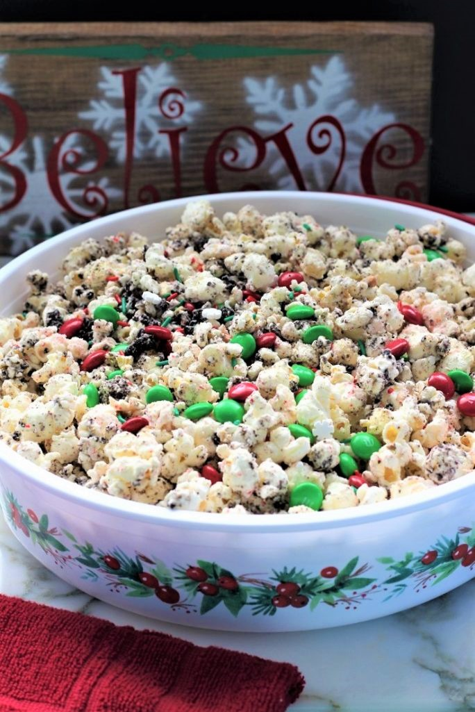 Oreo Candy Cane Popcorn Crunch